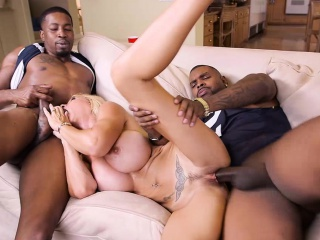 Sizzling threesome intercourse with attractive MILF Brooke Tyler