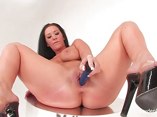 Busty Jayden Jaymes locations a blue toy in her pink pussy